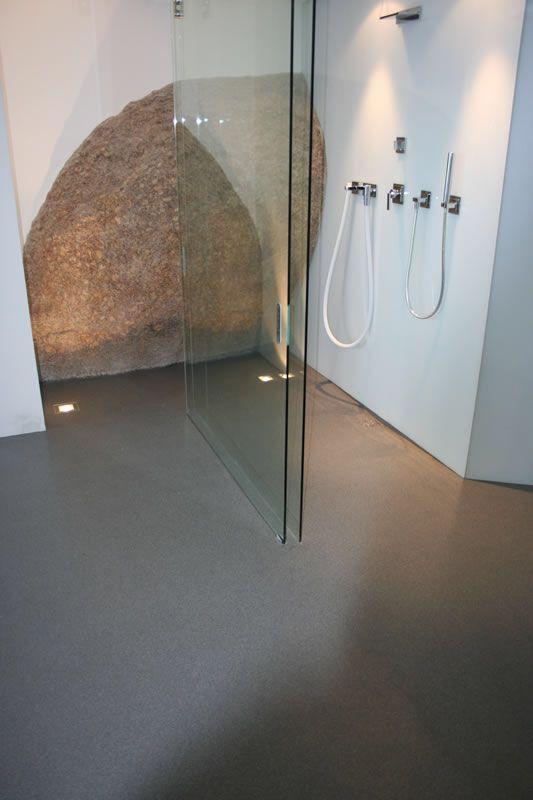Walk-in shower with a gravel Floor #colota #colotagietvloeren #vloeren #floor #floors #gietvloeren #grindvloer #bathroom #inloopdouche #walkinshower #interiordesign #architecture #architect #shower #gent #belgie