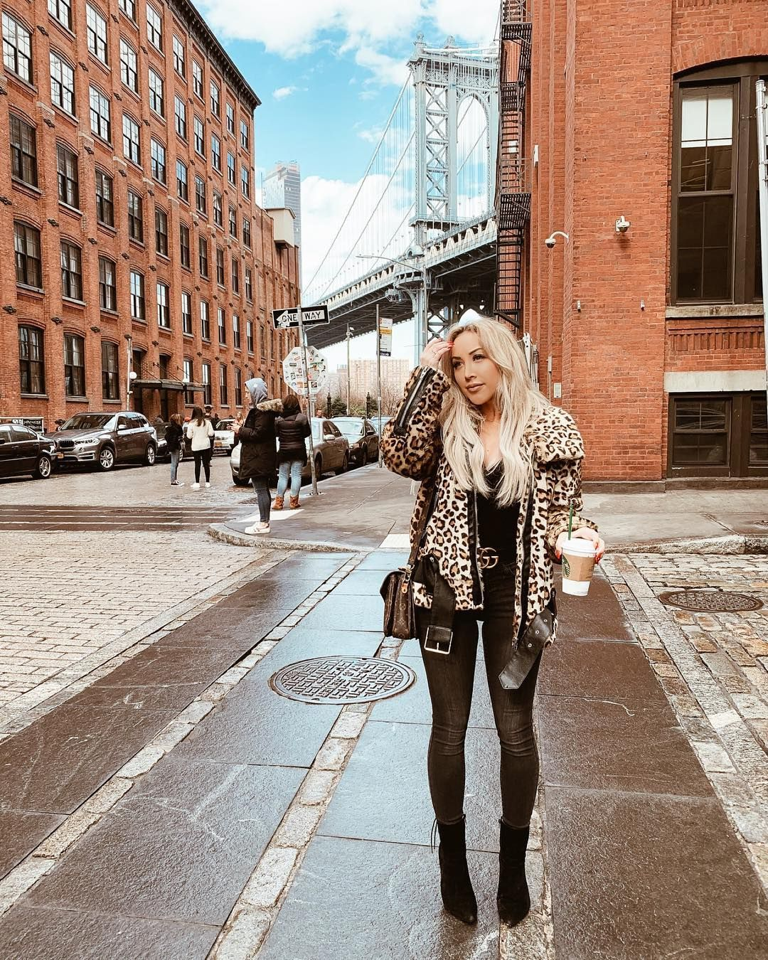 ʙʟᴏɴᴅɪᴇ ɪɴ ᴛʜᴇ ᴄɪᴛʏ Hayleylarue On Instagram Brooklyn New York City Gossip Girl Vibes Blonde Hai Fashion Nova Bodysuit New York Blog Nyc Street Style