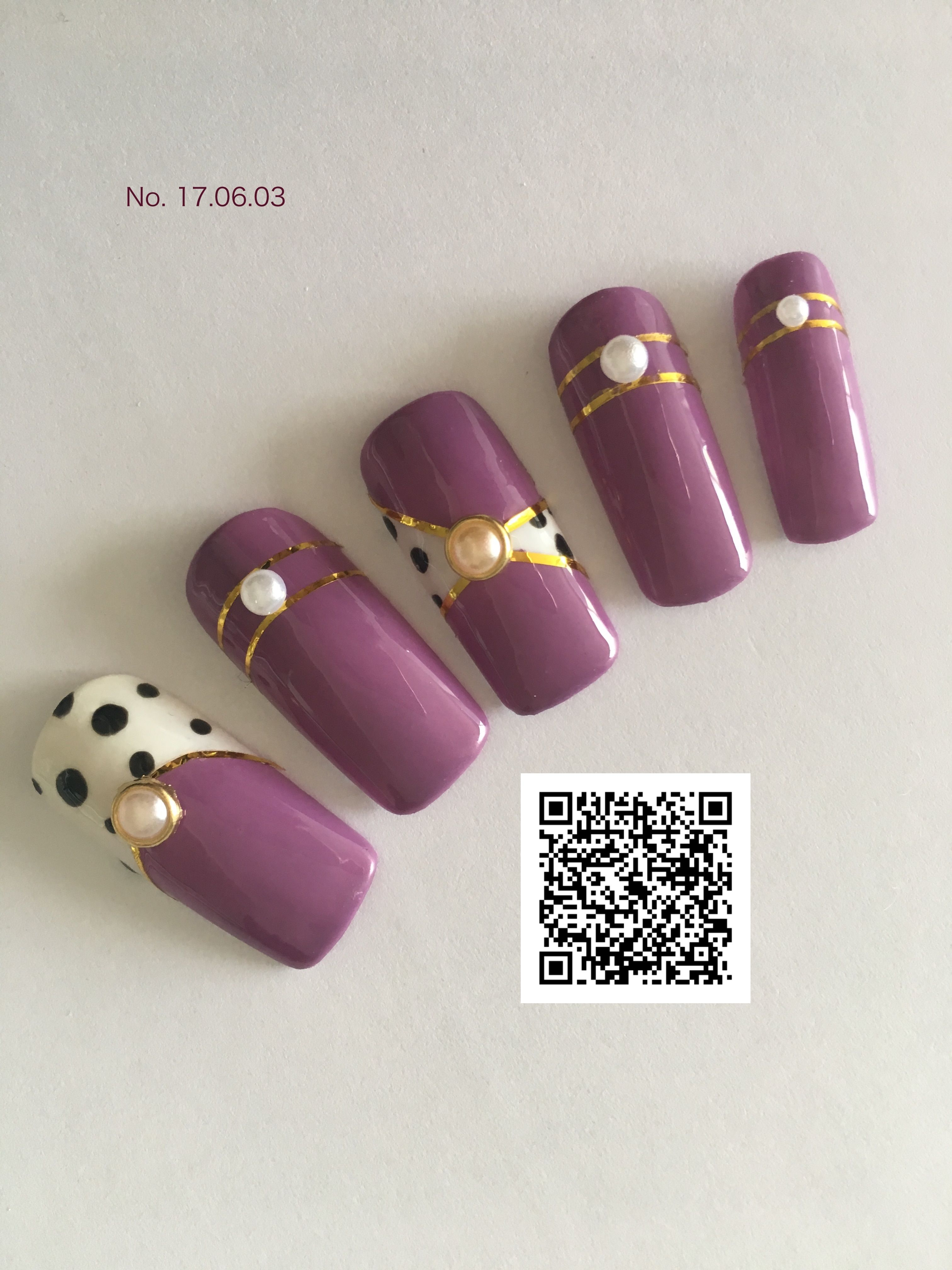 Want to have a pretty nail art, but don\'t want to touch many ...