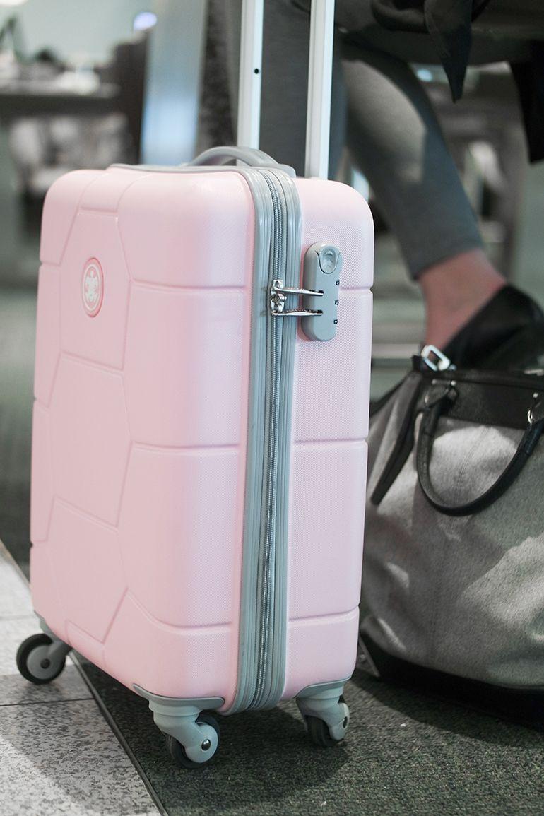 RED REIDING HOOD: www.redreidinghood.com Fashion blogger pink suitcase  SUITSUIT Caretta pink. Maletas Para ViajeMaleta De ViajeViajarBolsas Mochila Bolsos ...
