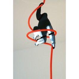 Mit dem Kabel King Kong von lokolo kann die Höhe ihrer  Textilkabel-Leuchte verspielt angepasst werden.Material: Acrly, schwarz