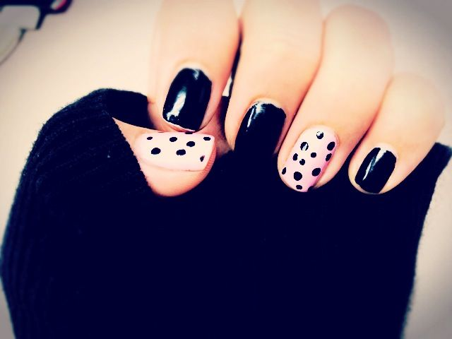 Black and pink nails with polka dots.