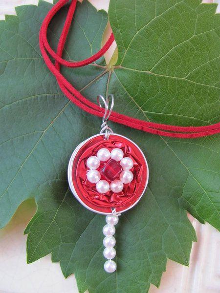 rot mit Perlen