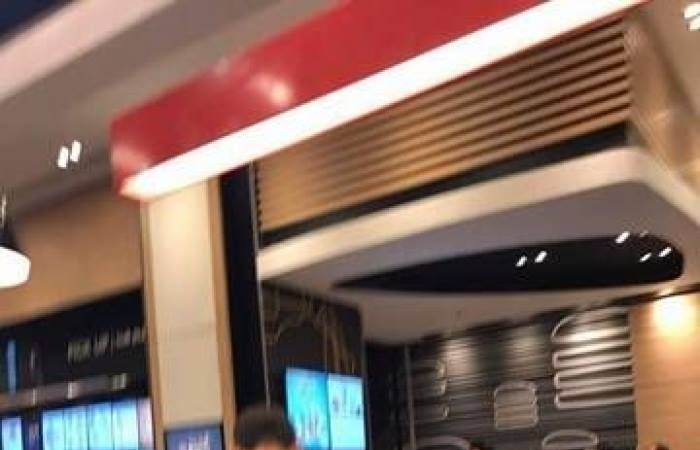 بالصور بعد يومين من الافتتاح مخلفات زوار مول مصر تفسد جمال التسوق شهد مول مصر بمدينة السادس من أكتوبر إقبالا واسعا من المواطنين لليوم الثاني على التوالي ل