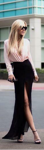 Blusa rosa y falda larga con abertura