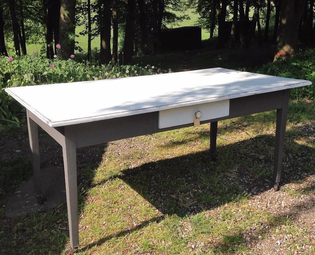 Dieser Massive Alte Tisch Ist Durch Seine Mit Den Alten Originalen