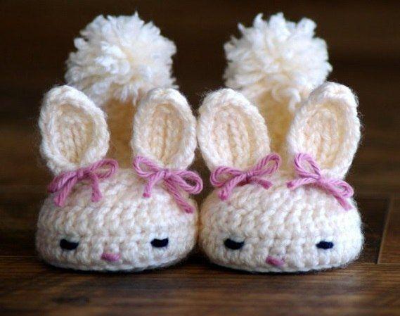 Delicadezas en crochet Gabriela: Escarpines conejitos   Patucos y ...