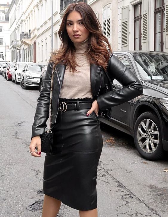Emma Diaz on Twitter | Leather skirt outfit, Leather outfit, Black leather  mini skirt