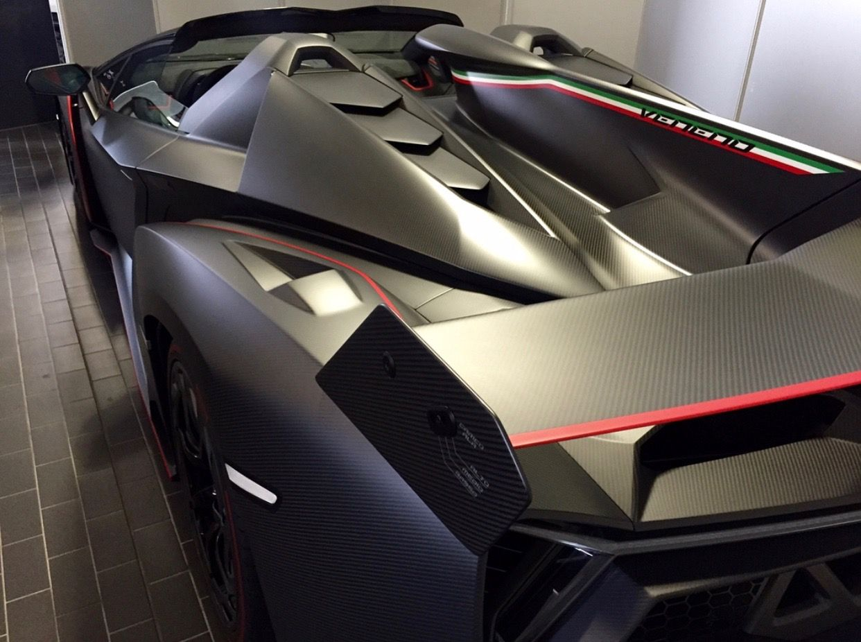 Lamborghini Veneno Roadster In Exposed Matte Carbon Fiber W Rosso  # Muebles Fibra De Carbono