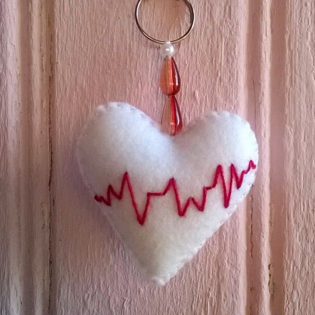 Passou o dia das mães, vem chegando o dia dos namorados!! #atelier3cores #teamomae #diadosnamorados #namorido #diadosnamoridos #love #valentinesday #daylove #pulsando #heart #coraçao #chaveiro #cute #cutest #felt #felltro #fieltro #handmade #handcraft #craftfelt #craft #euteamo #inlove #amormeugrandeamor #mimos #presentediadoanamorados #creative