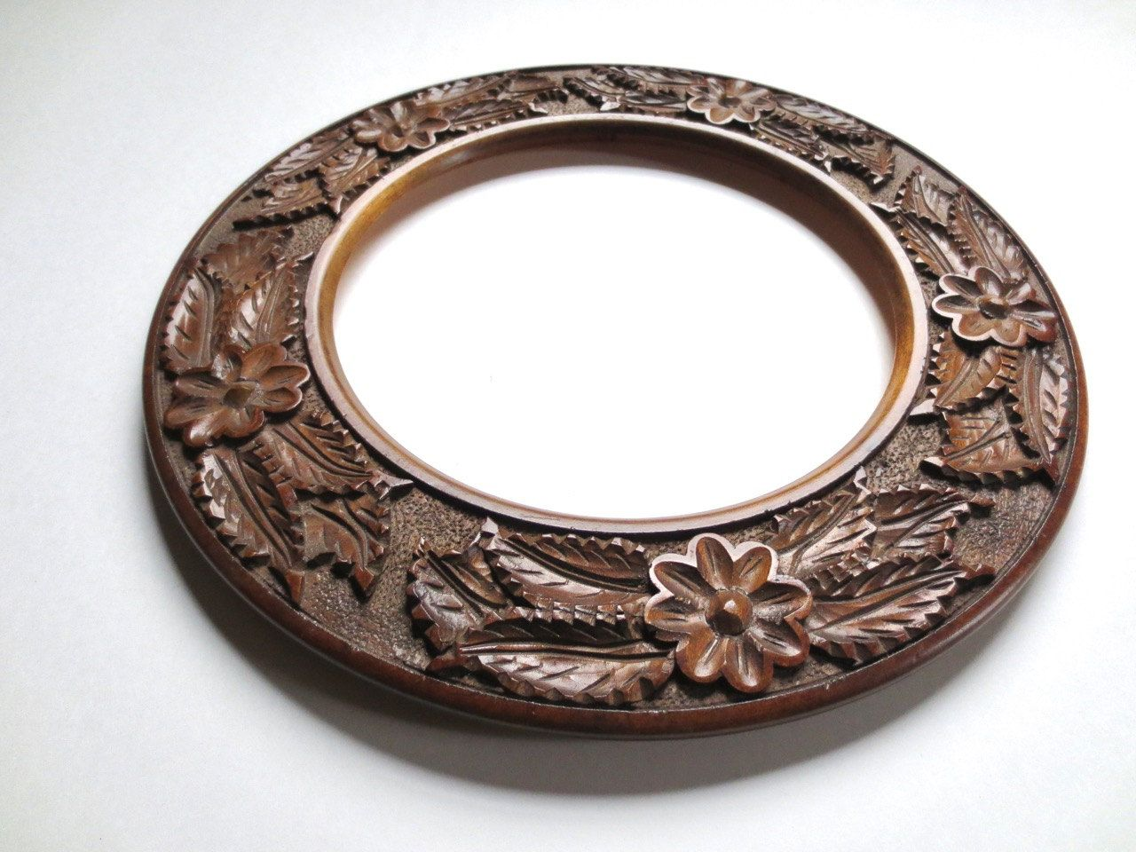 Antique Victorian Round Picture Frame Hand Carved wooden frame decorative plate frame Holds & Antique Victorian Round Picture Frame Hand Carved wooden frame ...