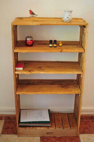 Estante de maderas recicladas libreros y estantes for Muebles de madera reciclada para cocina