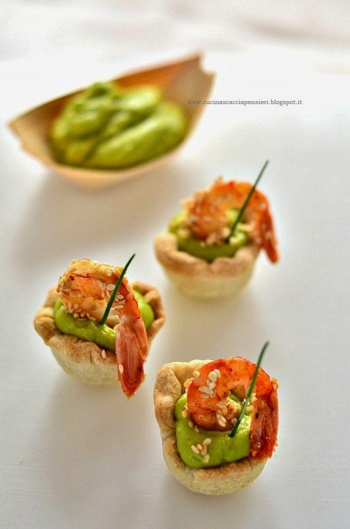 Cucina Scacciapensieri: Cestini di pasta brisè con Guacamole e gamberi al sesamo