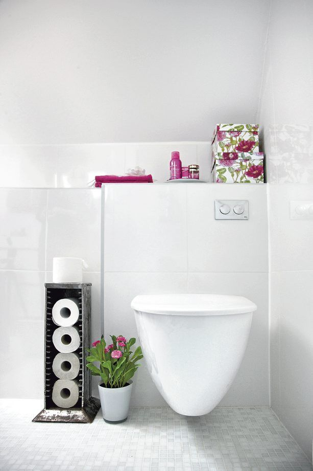 This is an ultra modern bathroom, but there is one thing shabby about it: The CD rack used to store toilet paper. Isn't that genius? #home #decor #bathroom #toilet #white
