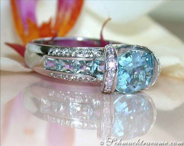 Aquamarine diamonds white gold ring