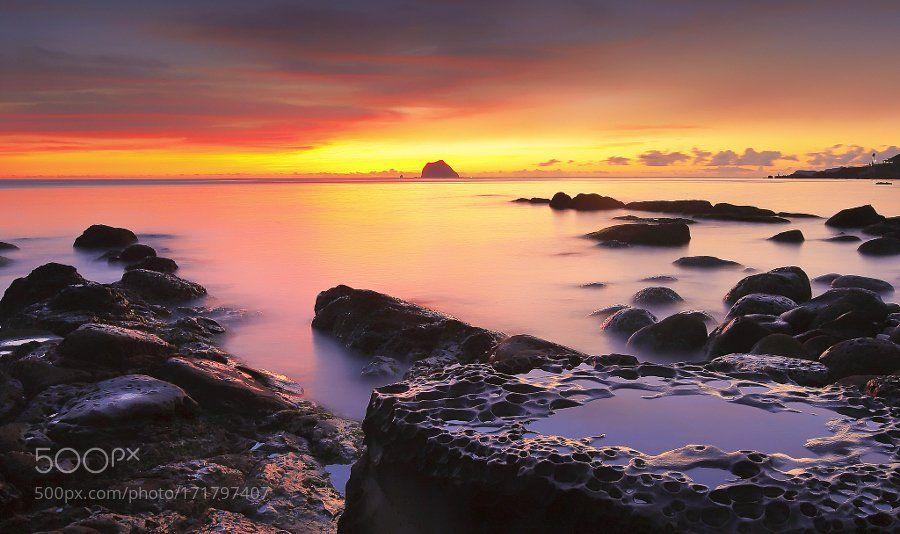 #photography Waimu Shan at dawn by ColaLiou https://t.co/6TuTZ2iqkP #followme #photography