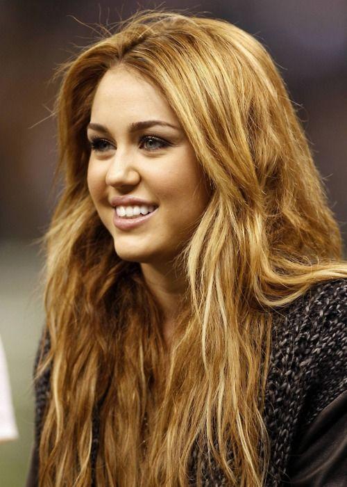 Miley Cyrus Aka Hannah Montana Miley Cyrus Long Hair Long Hair Styles Miley Cyrus Hair