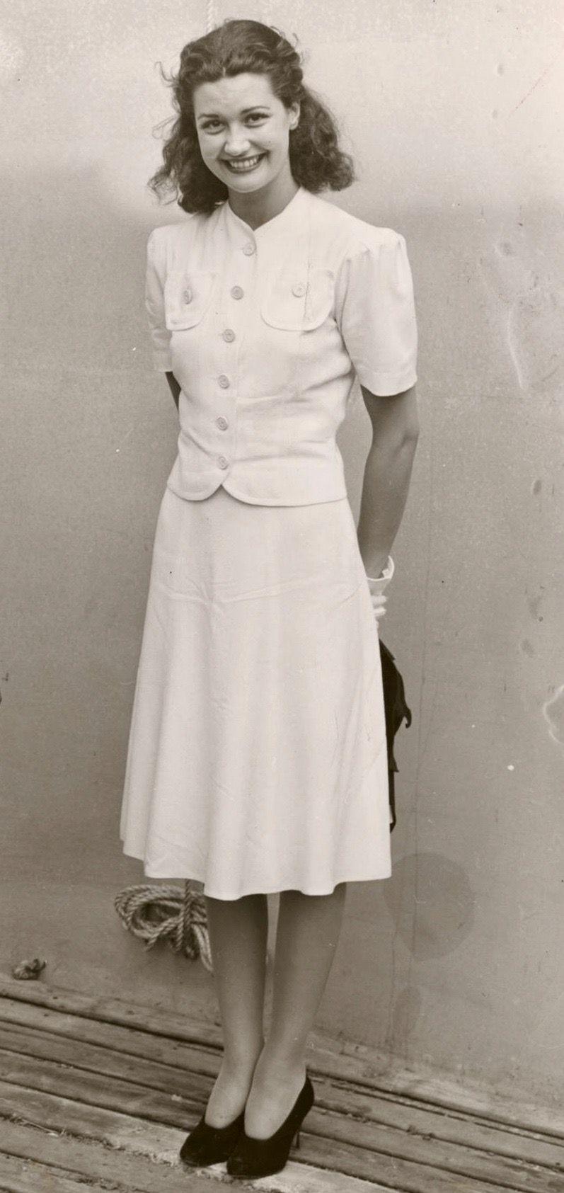 Pin By Jennie Fields On Vintage Dresses 1940s Fashion Forties Fashion Vintage Fashion