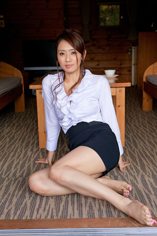 Barefoot asian galore feet