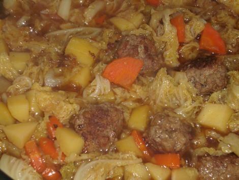 wirsingeintopf mit rinderhackb llchen rezept eint pfe suppen pinterest german stew and. Black Bedroom Furniture Sets. Home Design Ideas