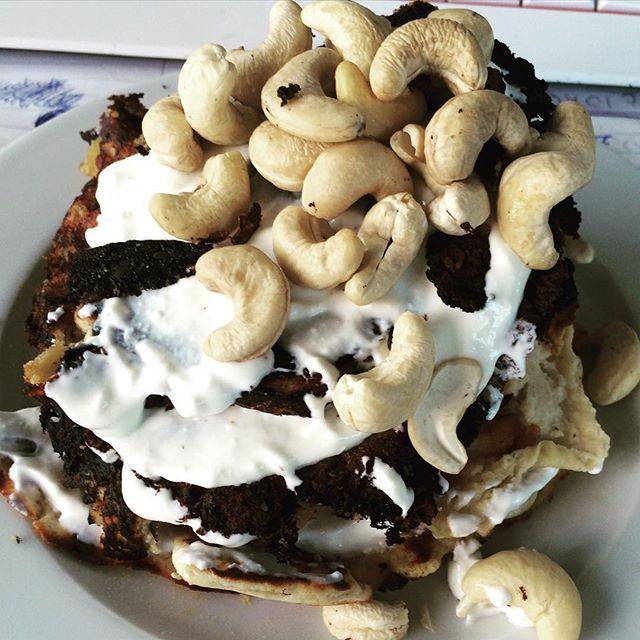 Heutiges Frühstück pancakes mit griechischen jogurth und cashewkernen Hmm #30kgandmorechallenge #lcc2015 #lcchallenge #lchf #lowcarb #abnehmenohnezuhungern #abnehmen #kohlenhydratarm by 30kgandmorechallenge