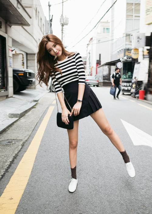 ulzzang-selca-fashion: Sia // chuu www.fashionclue.net  ... Not a fan of the socks/shoes combo, but I love the skirt and top combo.