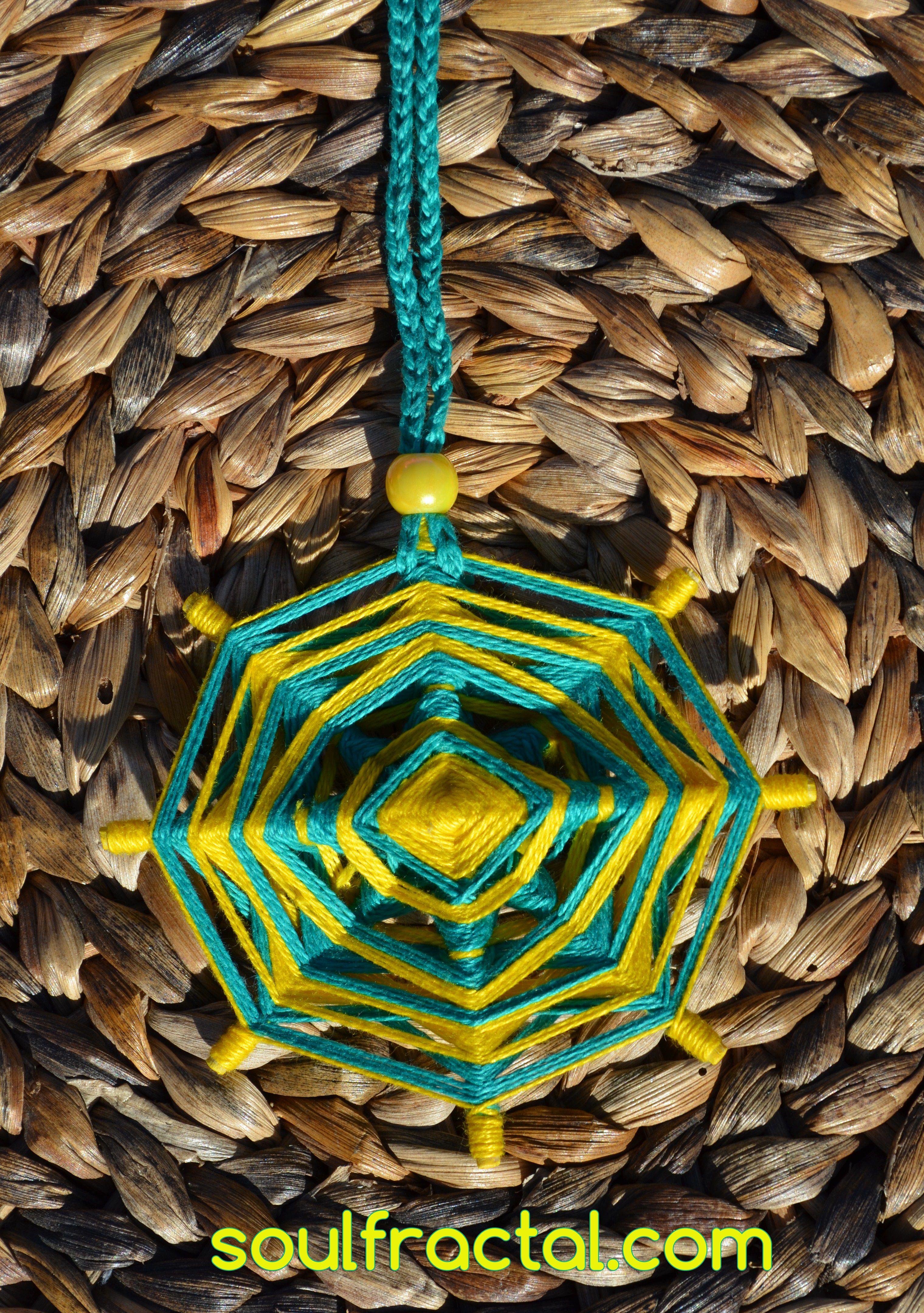 ❥ Mandala pequeño de 8 puntas tejido con hilo de algodón puro egipcio. Dependiendo de como lo coloques y la Luz/Sol que le dé, encontrarás matices e inspiración diferente y extraordinaria... que te ofrecerá Paz y Serenidad al instante. + Descripción en web ツ #talisman #meditación #relajación #mandalas #creatividad #color #luz #serenidad #unidad #protección #magia #decoración #espitritualidad #arte #ArteSano