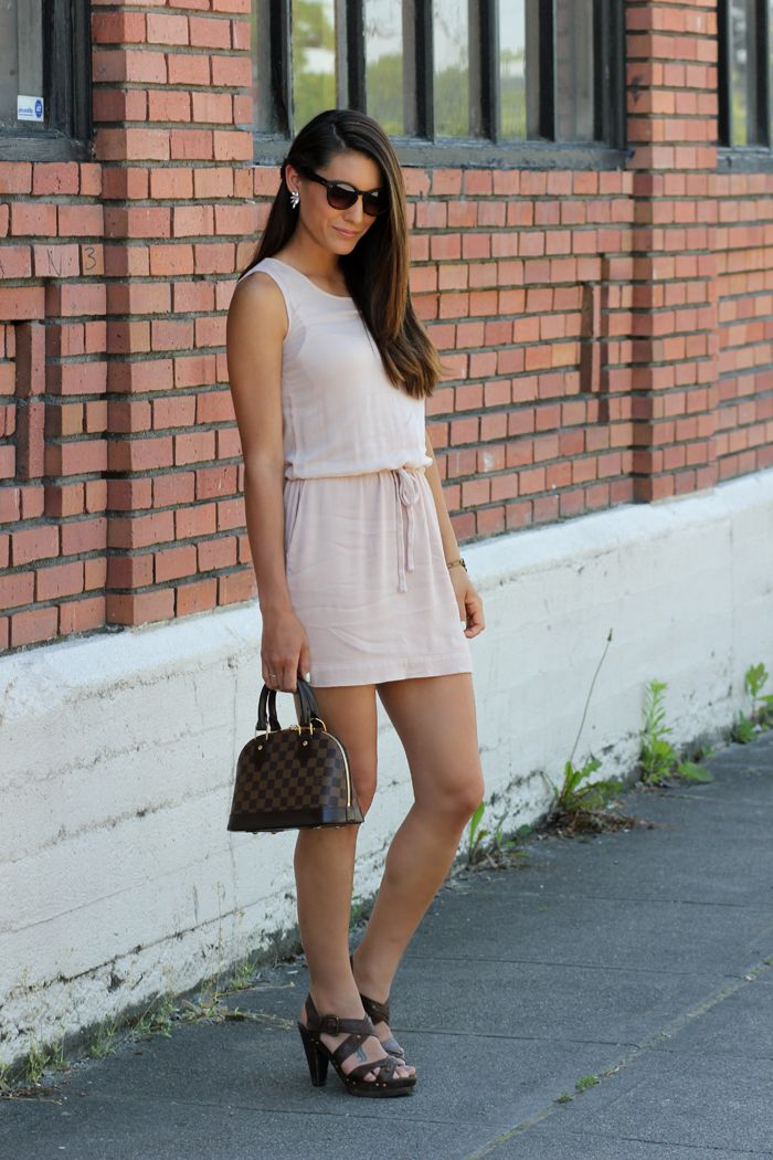 bd9b9f7efa50 Dressy casual summer look in a tank dress at seekingsunshine.com ...
