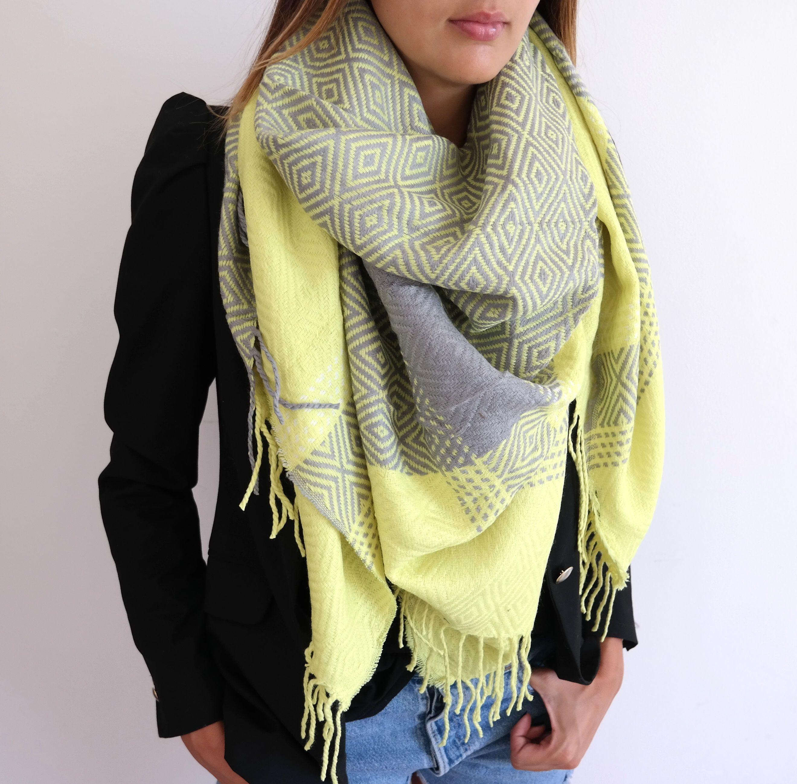 Echarpe jaune fluo - Idée pour s habiller 60adf233a5a