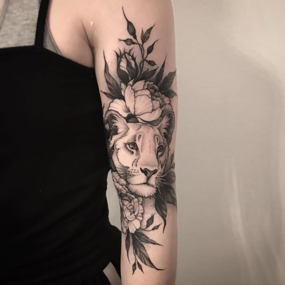 Lioness Cover Up Of A Small Flower Tattoo Tattoos Tattooart Liontattoo Lionesstattoo In 2020 Lioness Tattoo Animal Tattoos For Women Lion And Lioness Tattoo