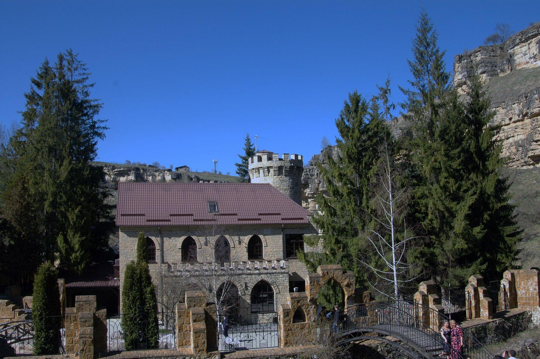 Кисловодск. Замок Коварства и Любви. Фото 25 апреля 2015