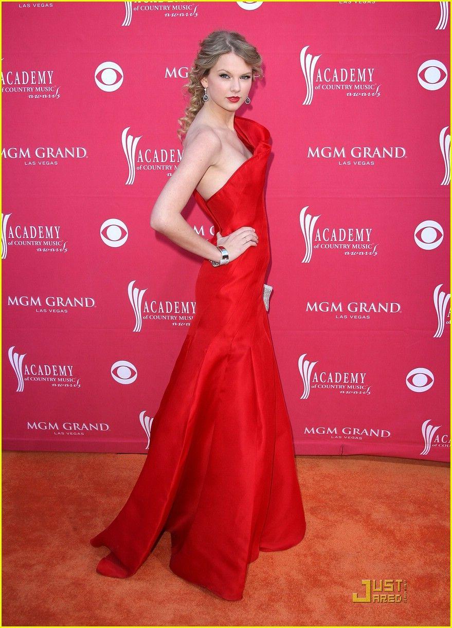 Taylor Swift - Angel Sanchez dress | Celebrity Styles | Pinterest