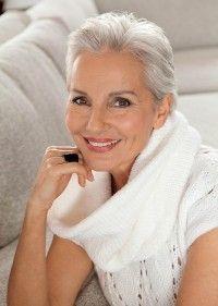 ładne Siwe Włosy Fryzura Dla Dojrzałej Kobiety Krótkie