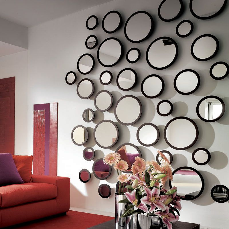 Stars mirror collection designed by Colzani who wanted to recreate constellations, therefore these mirrors are available in sets of three, five or seven which mix and match the three available dimensions.