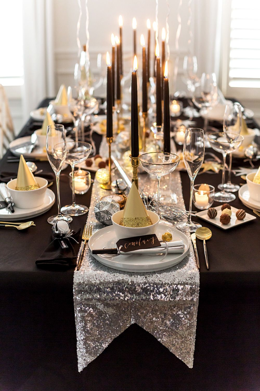 New Year S Eve Party Table Inspiration New Years Eve Decorations