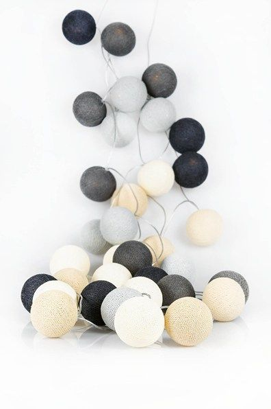 fabulous modern Christmas palette of black grey white and natural - happy lights lichtslinger. www.zinaantafel.nl