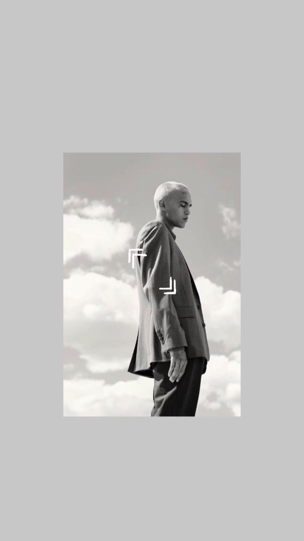 Dominic Fike Wallpaper In 2020 White Background Photography Black And White Background Wallpaper