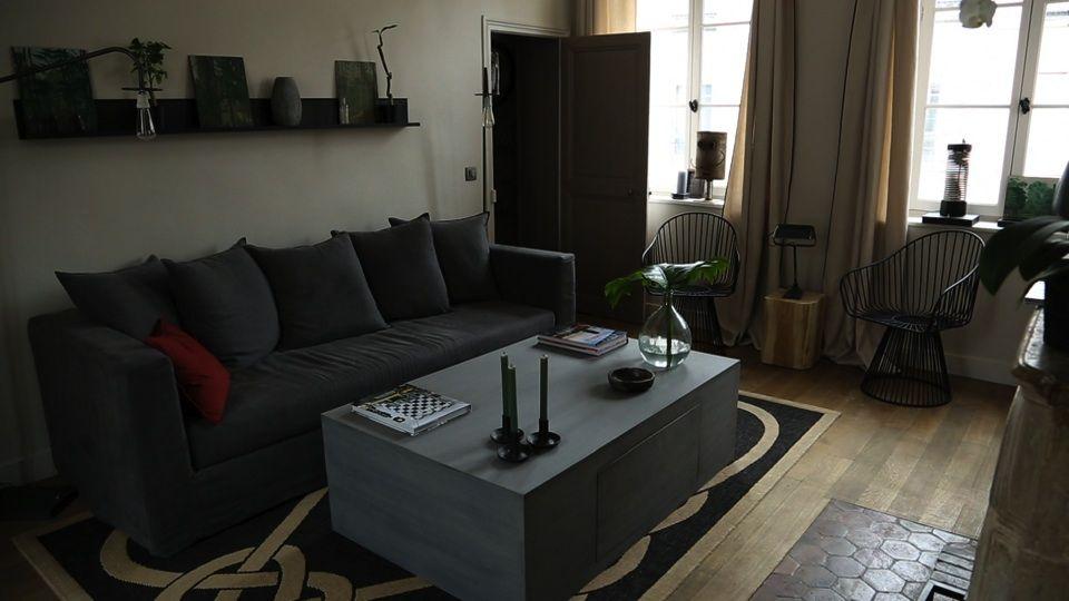 deux espaces sont astucieusement pr vus par david gaillard dans ce salon d 39 une part le canap. Black Bedroom Furniture Sets. Home Design Ideas