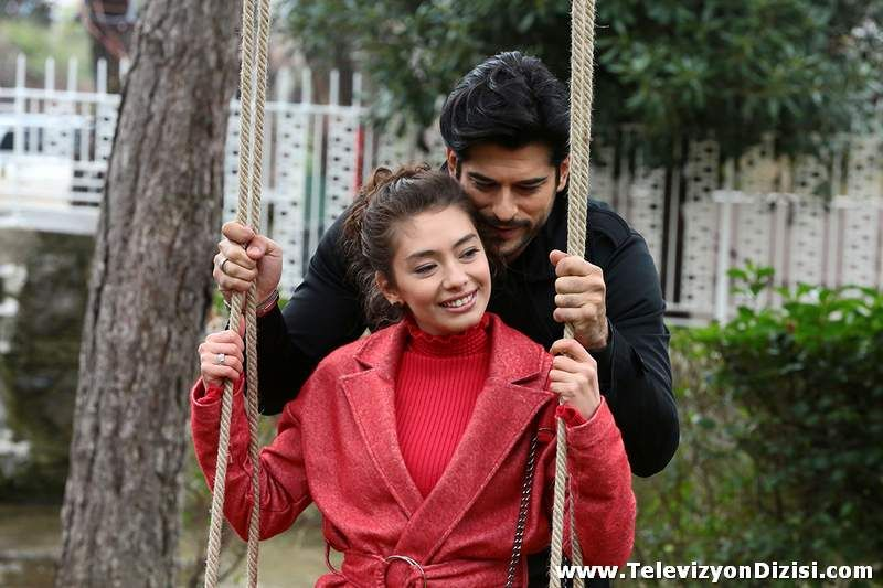 Pin By Yagmur Colak On Kara Sevda 3 Actors Actresses Tv Couples
