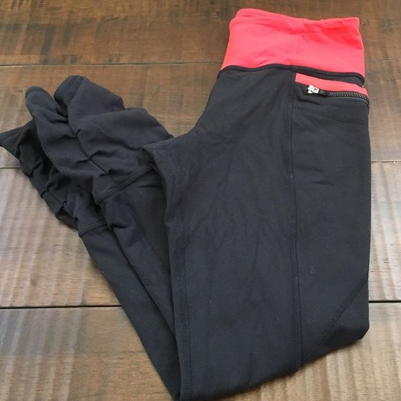 Lululemon Zip Back Crop Sz 6- WORN TWICE- great condition lululemon athletica Pants