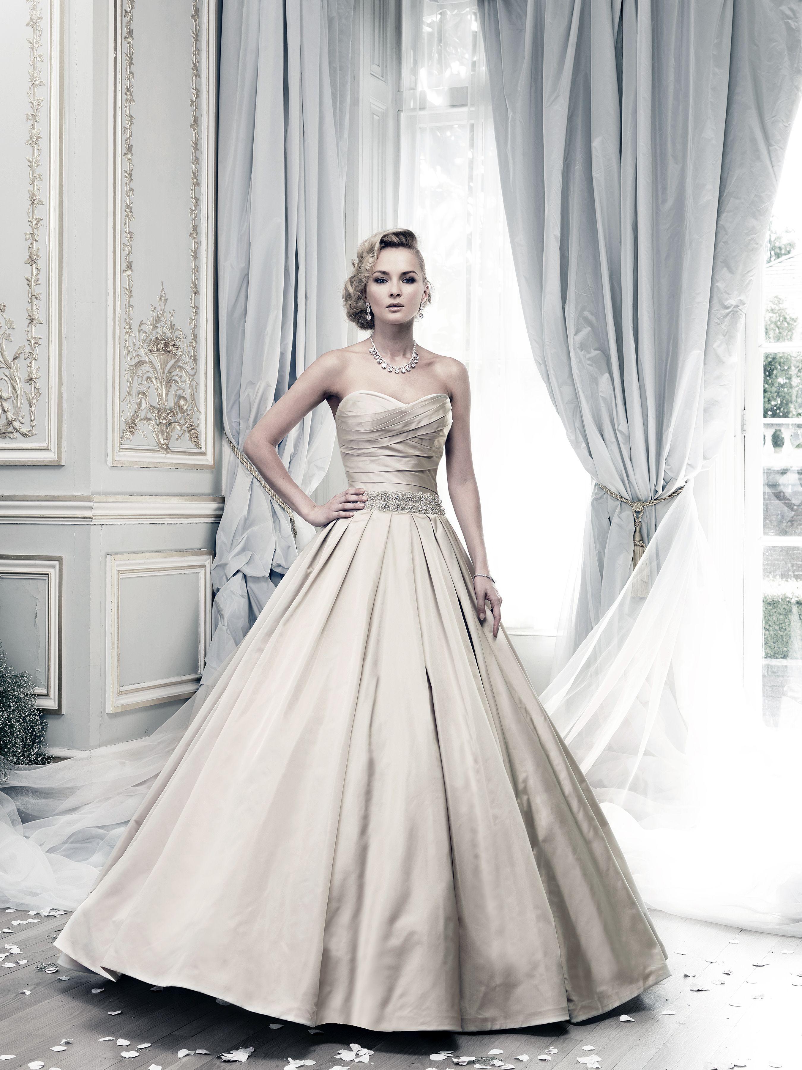 Coloured Wedding Dresses From Top UK Bridal Designers | Brautkleider ...