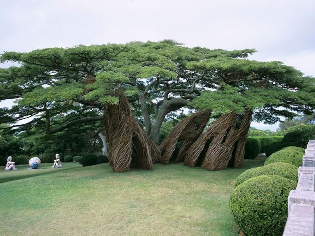 Na Hale 'Eo Walawi, by Patrick Dougherty, in The Contemporary Art Museum, Honolulu, Hawaii, 2003    Behold These Incredible Works Of Architecture Made Out Of Living Trees