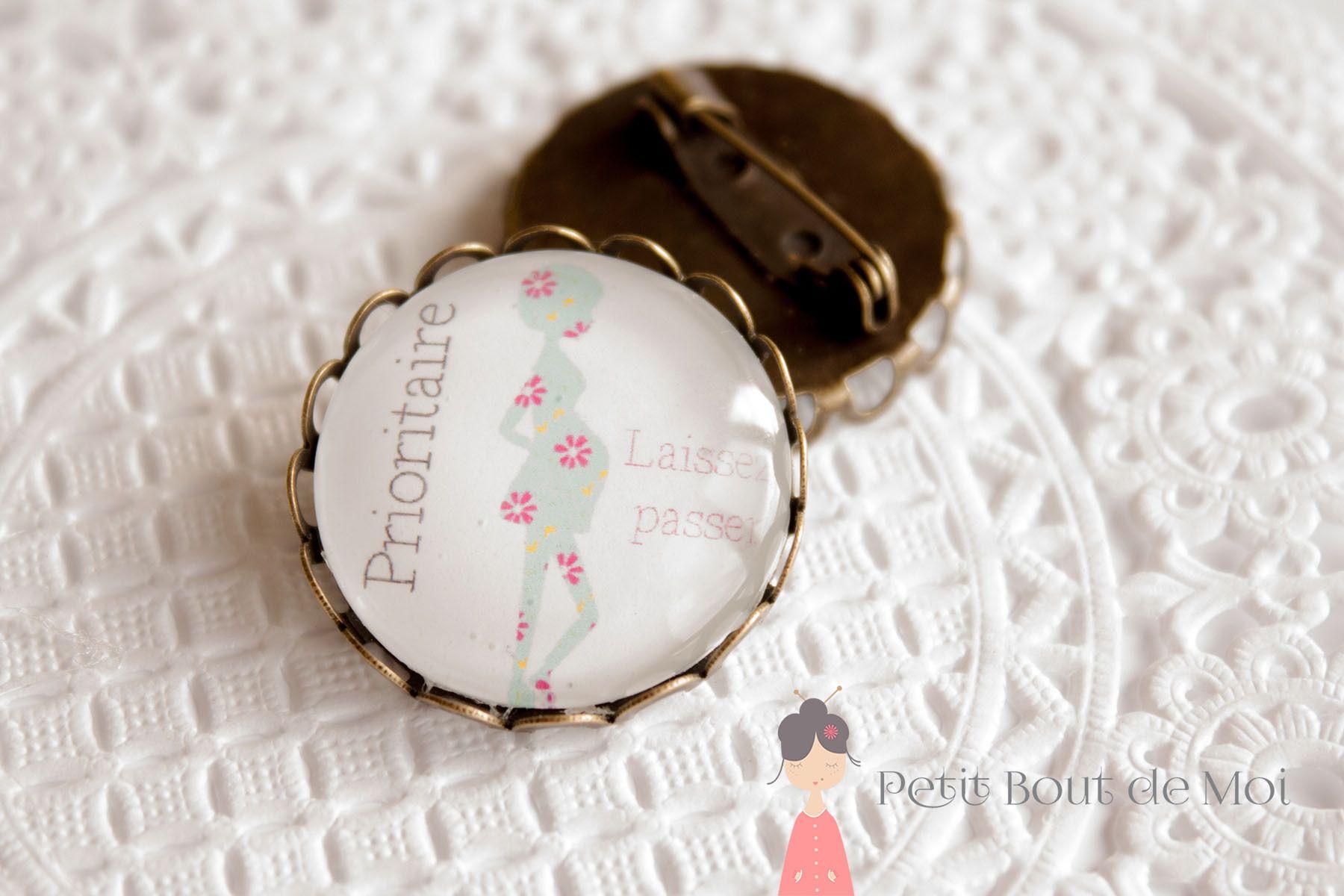 Broche Maman enceinte 3 couleur bronze 25 mm de diamètre : Broche par petit-bout-de-moi