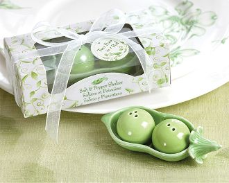 Two Peas in a Pod Salt & Pepper Shaker Set Wedding Favour in Ivy Print Gift Box. Canada Wide Shipping.
