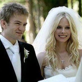 Avril Lavigne And Deryck Whibley Wedding Photos Celebrity Bride Hollywood Wedding Celebrity Weddings
