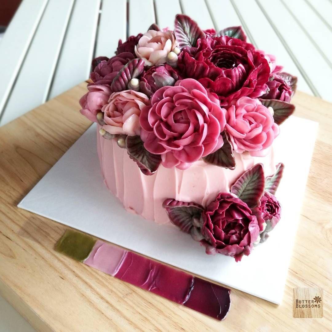 Pin By Lou On Cake In 2020 Cake Bouquet Buttercream Flower Cake Flower Cake
