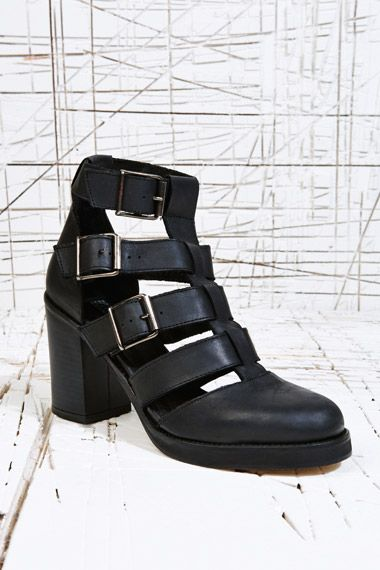 Deena & Ozzy Leah Multi Buckle Shoes in Black at Urban Outfitters > http://uoeur.pe/13AkY8U