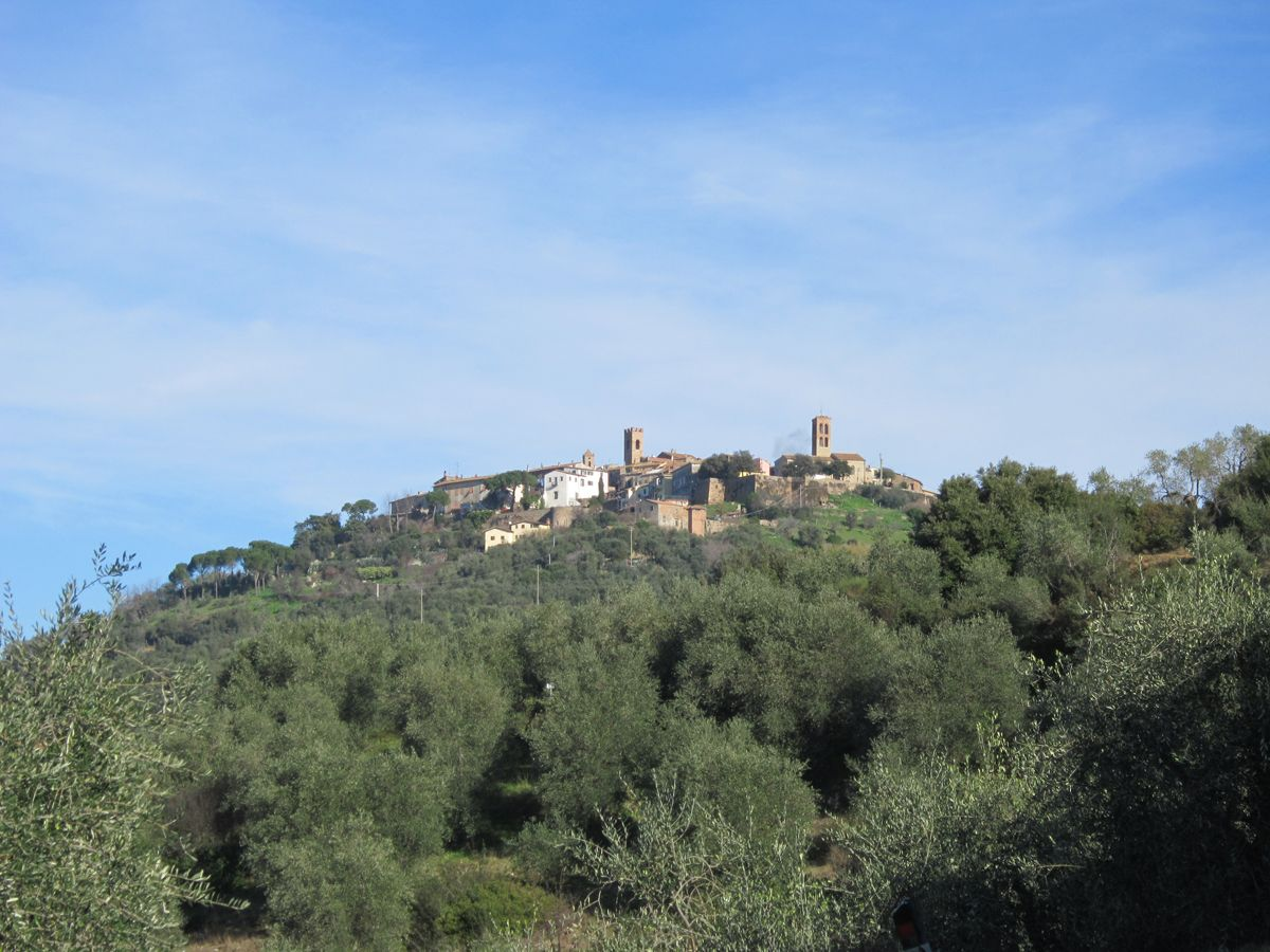 Montepescali - this town would be on our route going from Montepulciano to Elba (almost a 4 hour drive but it all thru Tuscany) - so it might take us a few days with places like this to see along the way!