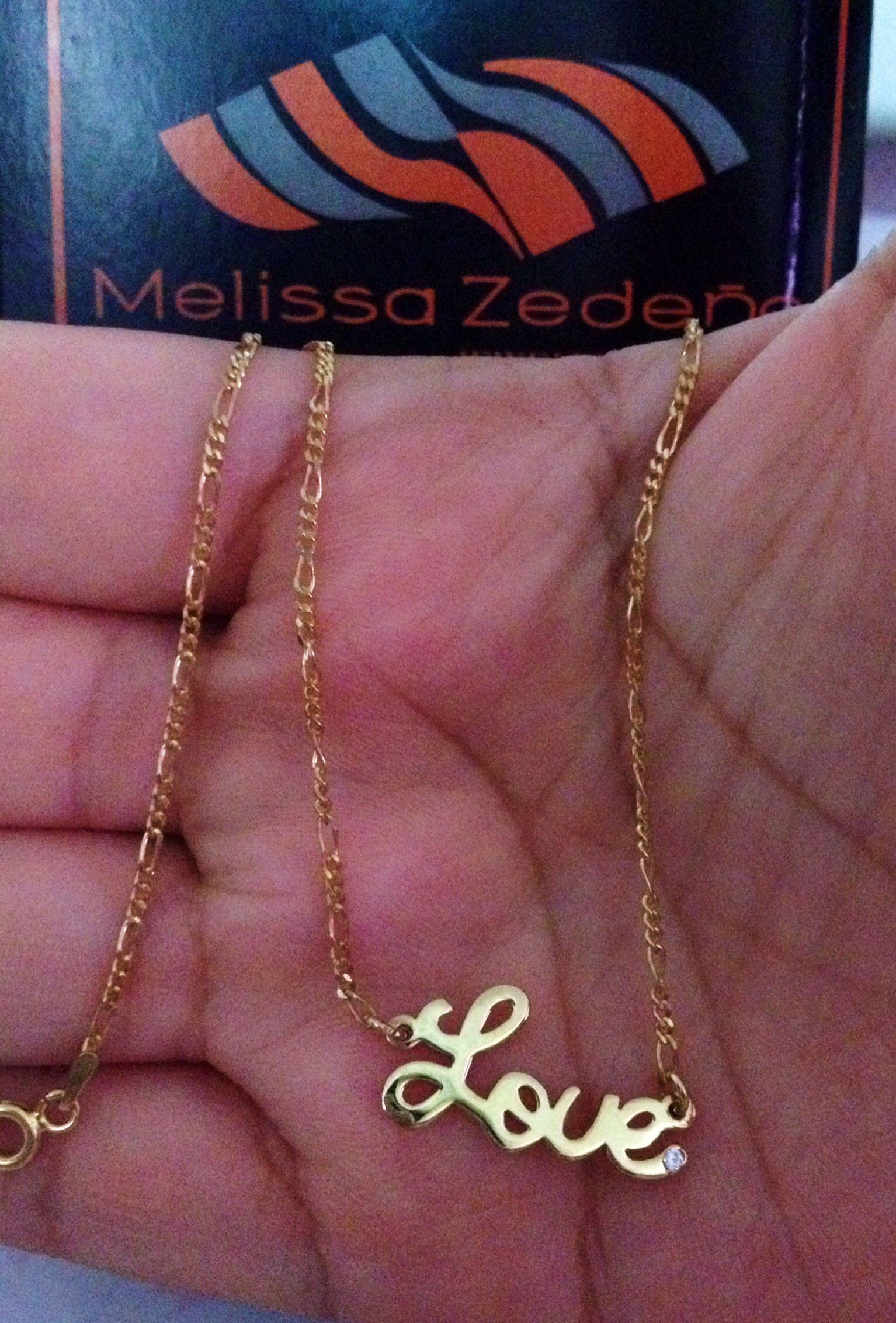 5bf922670293 Cadena con dije love de plata con baño de oro