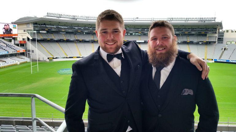 La boda de dos amigos heterosexuales para ganar un concurso desencadena la polémica